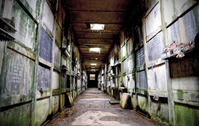 La crypte du cimetière de Belgrade sous l'objectif de Jacques Duchateau. Aussi mystérieuse qu'inédite pour le grand public.