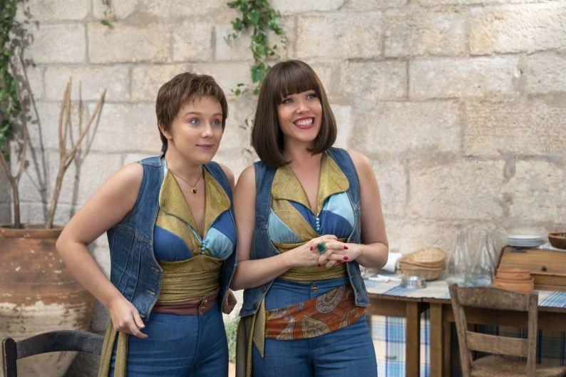 Mamma Mia - Here we go again - Alexa Davies - Jessica Keenan Wynn - drôle de tenue