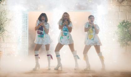 Mamma Mia - Here we go again - Alexa Davies - Jessica Keenan Wynn - Lily James - show